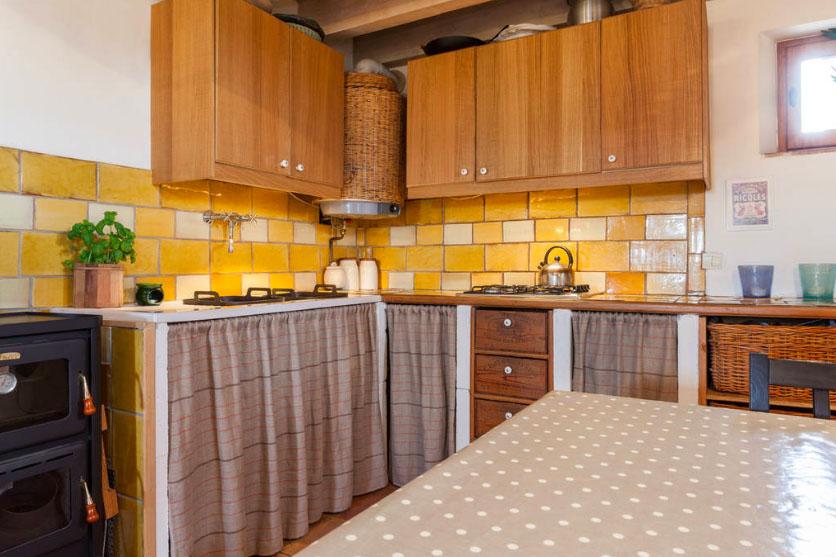 intérieur cuisine gite mas de villetelle