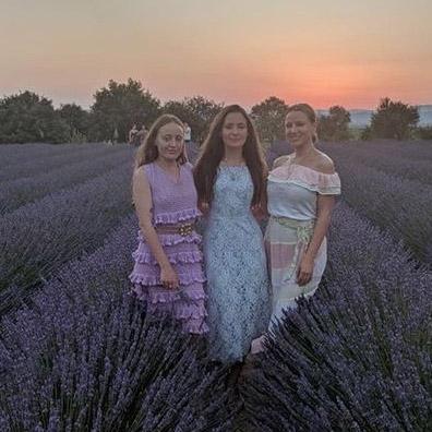Photos mariage dans les champs de lavande au Mas de Villetelle Hérault